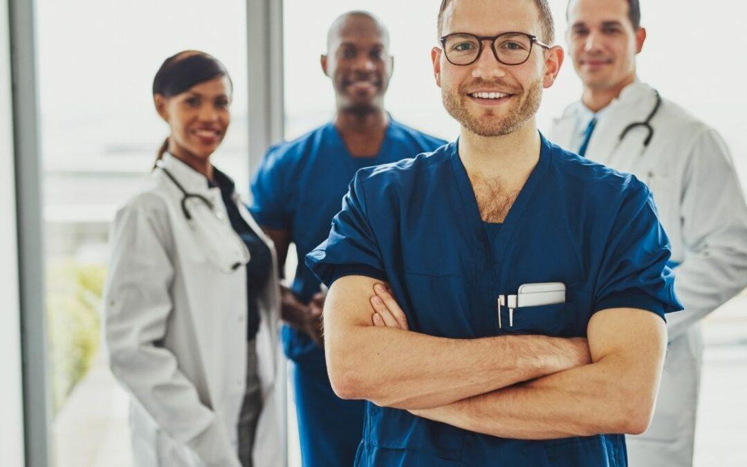 Qué es un profesional sanitario. Tipos y titulación.